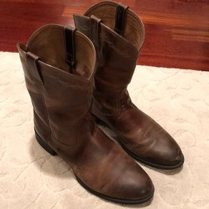 Men's size 14M Ariat Roper leather boots.